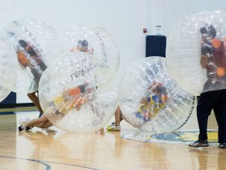 Bubble Soccer in einer Halle